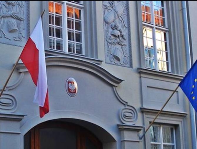 Wilno: Nieznani sprawcy zaatakowali polską ambasadę