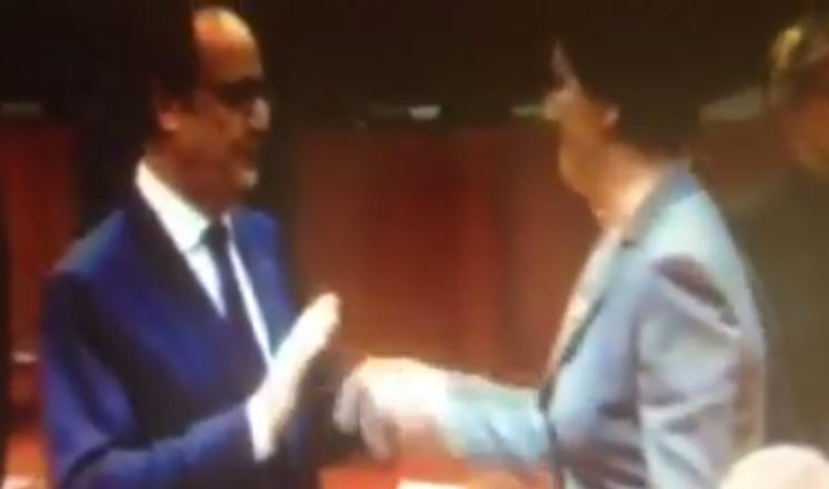 Wpadka Kopacz, zaczęła całować Hollande'a, a on ją odtrącił (VIDEO)