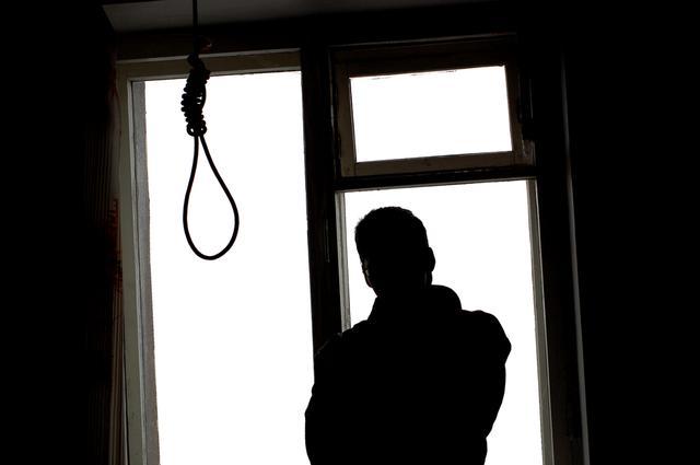 """Oni zginęli w tajemniczych okolicznościach. """"Lista seryjnego samobójcy"""" podbija sieć"""