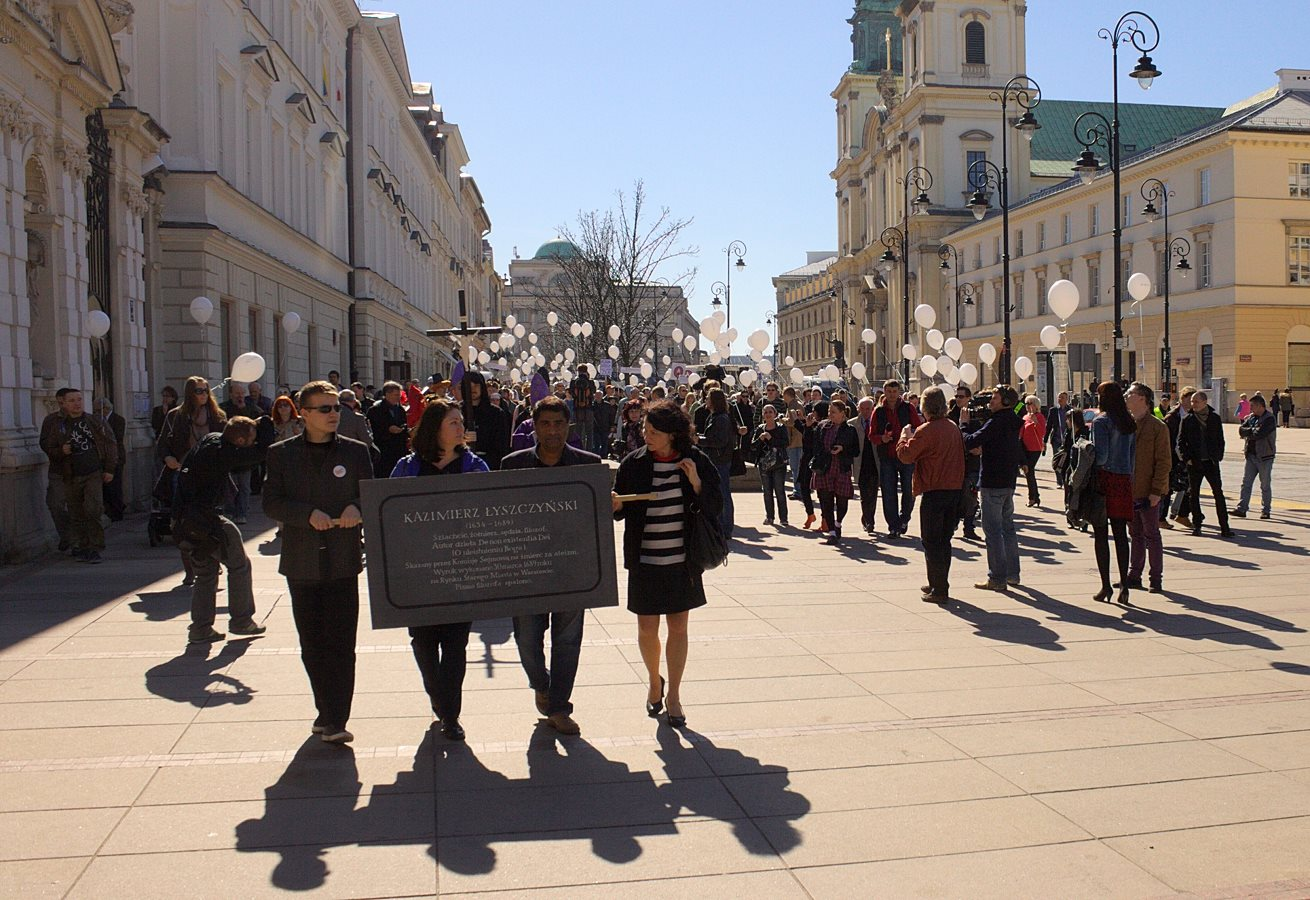 """Katolicy zakłócili Marsz Ateistów. """"Wyszyńskiego pamiętamy, ateistom żyć nie damy"""""""