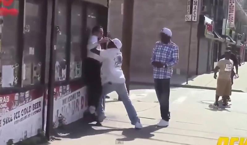 Tak kończą się pranki w dzielnicy czarnoskórych w USA (video)