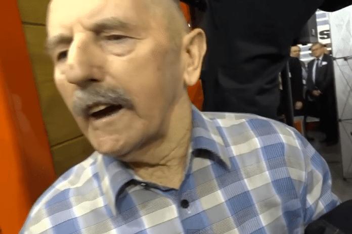 Minister rolnictwa Marek Sawicki obrzucony jajkami (video)