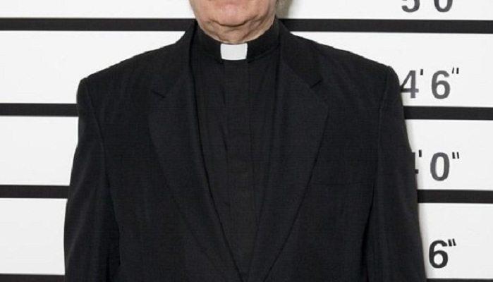 Ksiądz zmuszał dzieci do udawania seksu oralnego - prokuratura zakończyła śledztwo