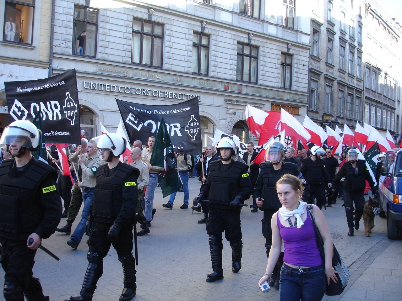 Narodowcy na marszu: Uderz, uderz w kapitalizm! (video)