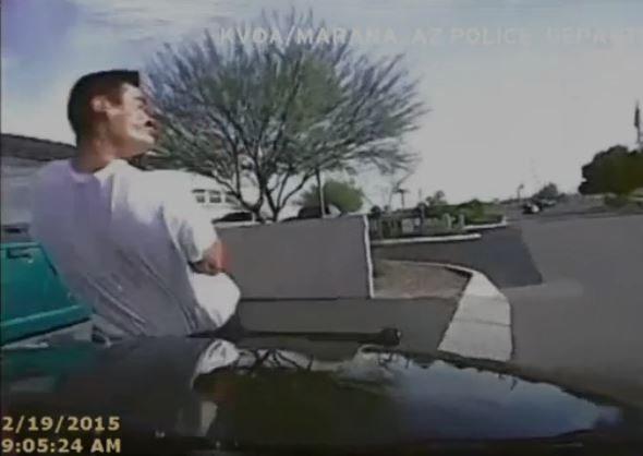 Policja zneutralizowała przestępcę... rozjeżdżając go autem (video)
