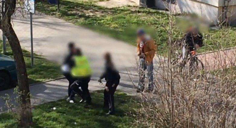 Opolscy policjanci nie poradzili sobie z obezwładnieniem młodego mężczyzny (VIDEO)