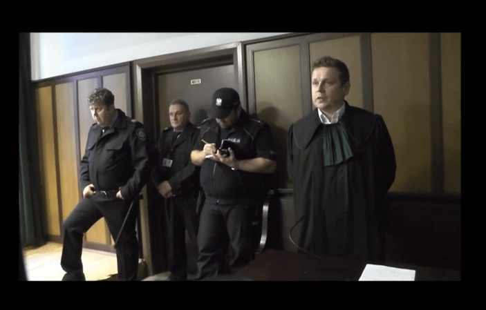 Obrazili się na słowa Komorowskiego. Na sali sądu awantura, policja i ochrona