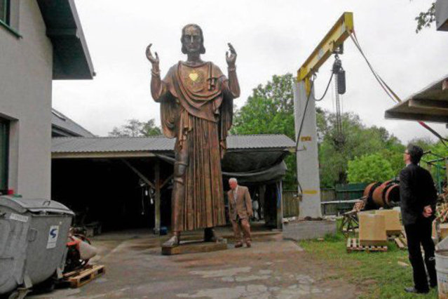 Spór o 5-metrowy pomnik Chrystusa w Poznaniu