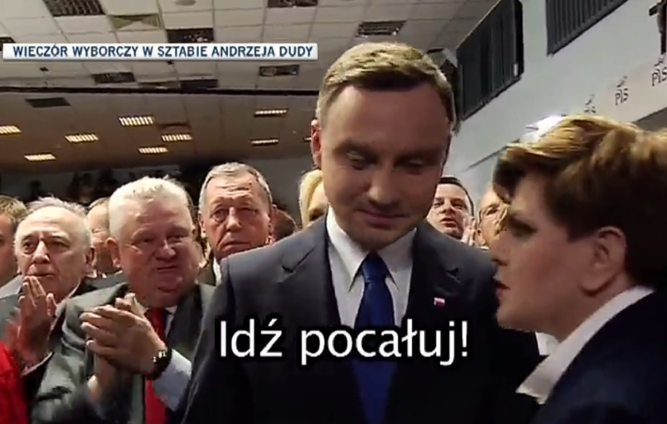 Andrzej Duda też korzysta z suflera?