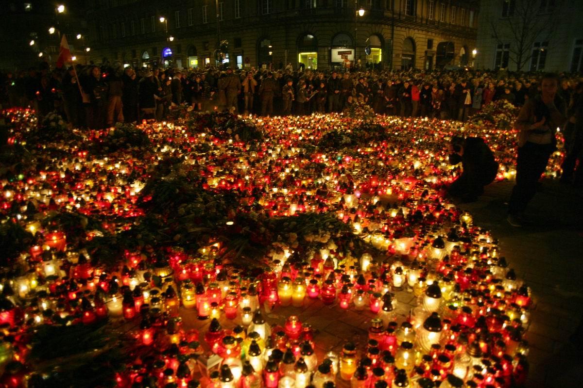 Duda: Postawmy pomnik smoleński pod Pałacem