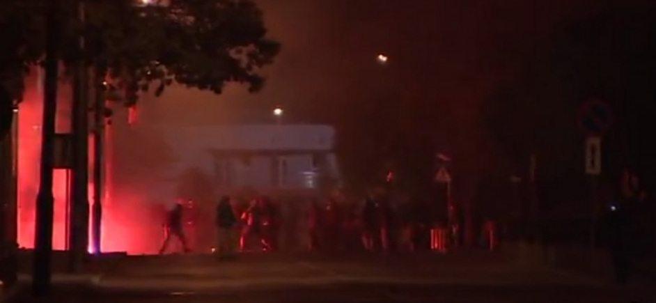 Zamieszki w Knurowie. Zaatakowano policjantów w szpitalu i komendę policji (VIDEO)