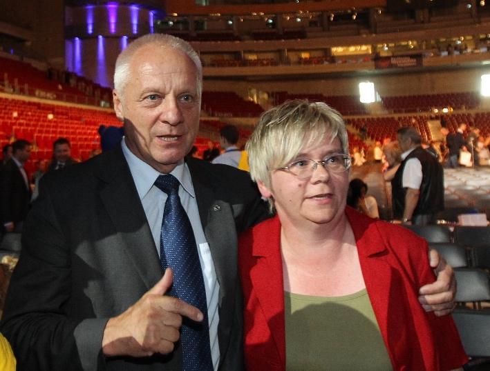 """Niesiołowski o """"Wyborczej"""": Nigdy blisko PO, zawsze rzetelna i obiektywna"""