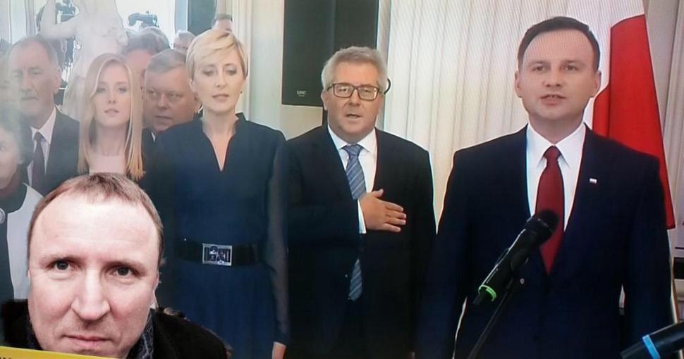 Czarnecki pośmiewiskiem w internecie po uroczystej nominacji Dudy