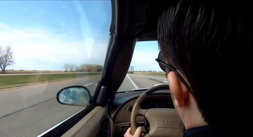 Nagrał jak zasnął za kierownicą. Niesamowity film (video)