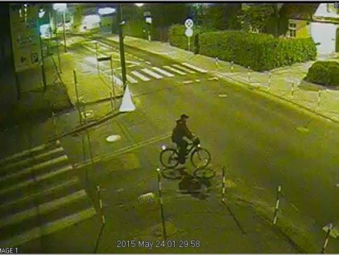 Policja poszukuje mężczyznę, który dorysował wąsy na plakacie z Dudą