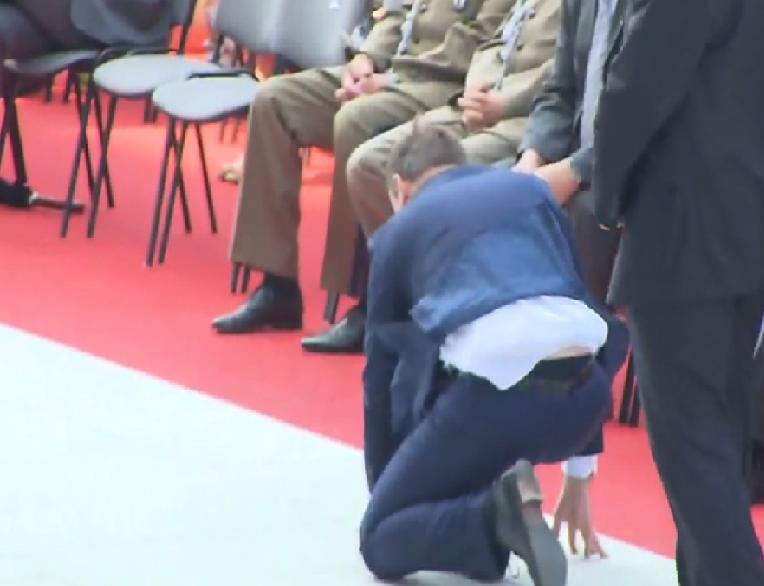 Prezydent Duda uratował hostię podczas mszy w Wilanowie