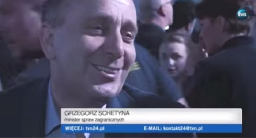 Schetyna śmieje się, mówiąc o przegranej Komorowskiego (video)
