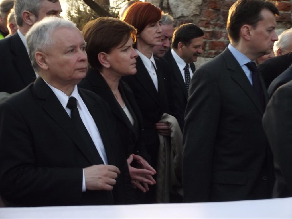 Sondaż: duża różnica między PiS a PO, dramat NowoczesnaPL