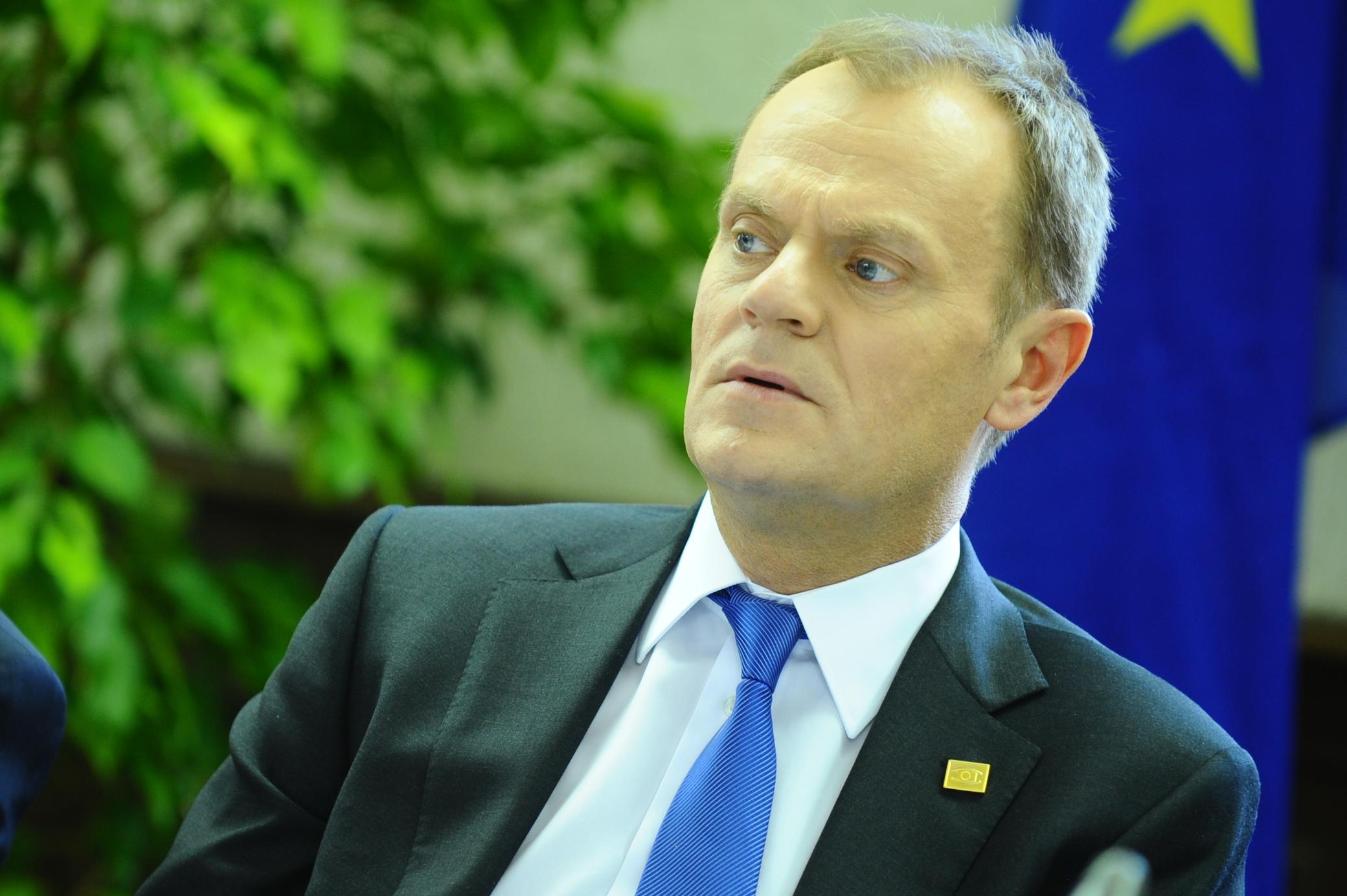Tusk złamał prawo popierając Komorowskiego ? Polski europoseł skarży