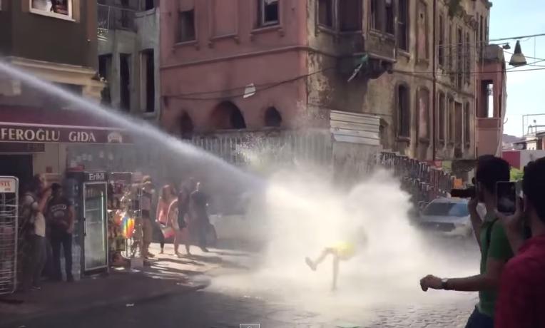 Turcja: Policja rozbiła Paradę Równości (video)