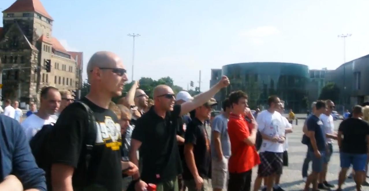 Poznań: 2 manifestacje obok siebie, za i przeciw imigracji (video)