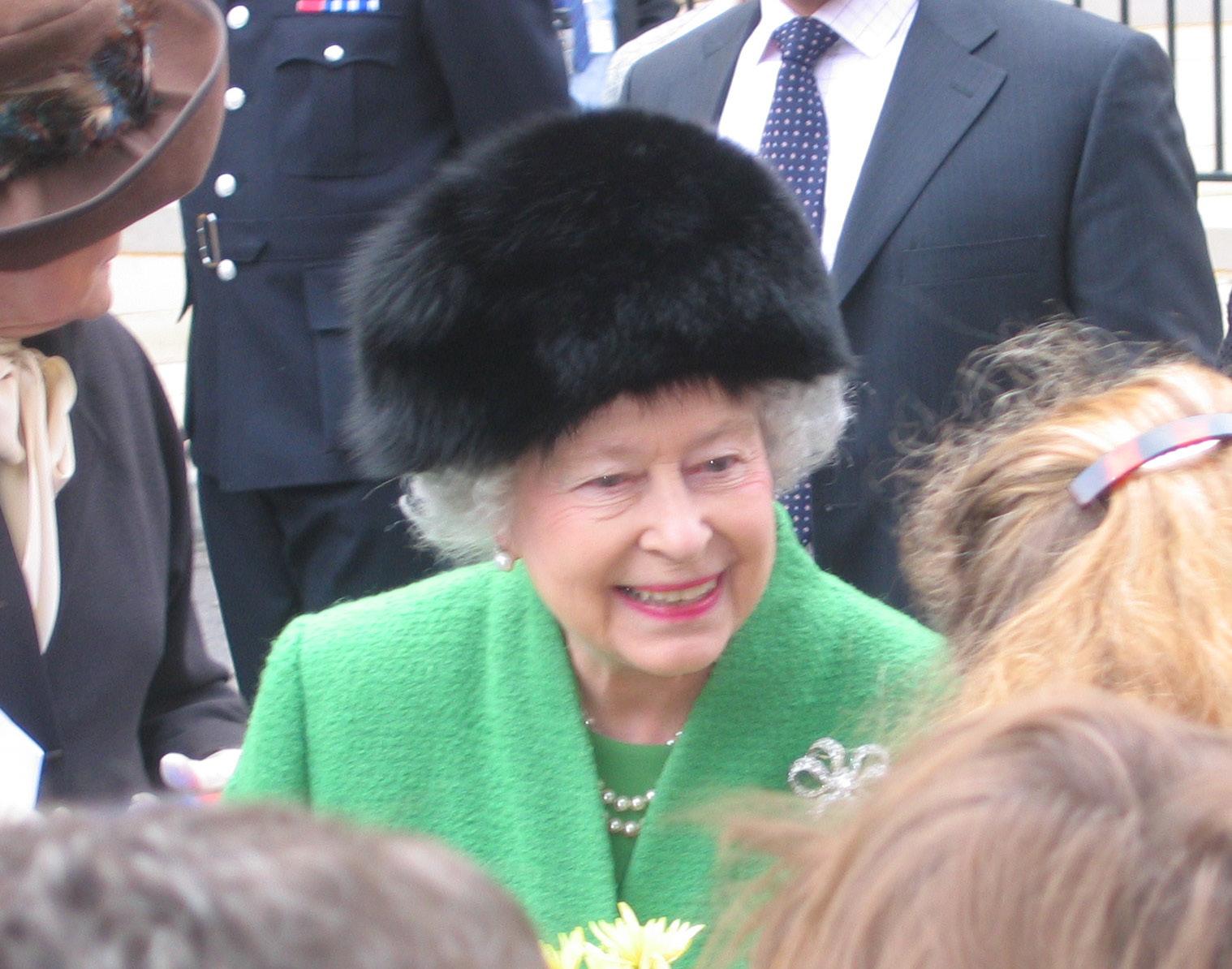 Wyciekł film z hajlującą Elżbietą II. Brytyjczycy oburzeni (video)