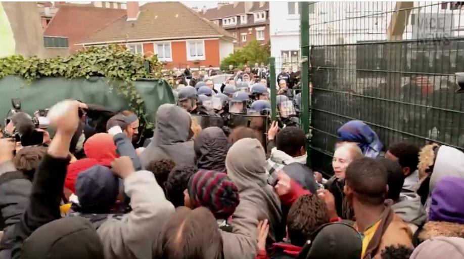 Francja: Policjanci w furii. Mają już dość walki z imigrantami