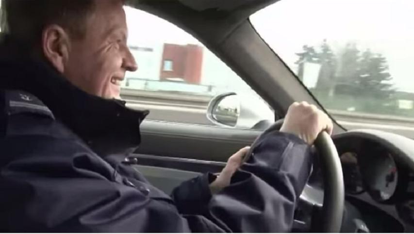 Naczelnik drogówki jeździ jak wariat, a kierowcy coraz dotkliwiej karani