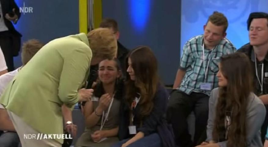 Mocna wypowiedź Merkel doprowadziła imigrantkę do płaczu (video)