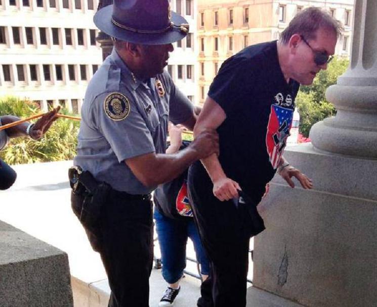 Czarnoskóry policjant urzekł świat. Pomógł naziście z Ku Klux Klan