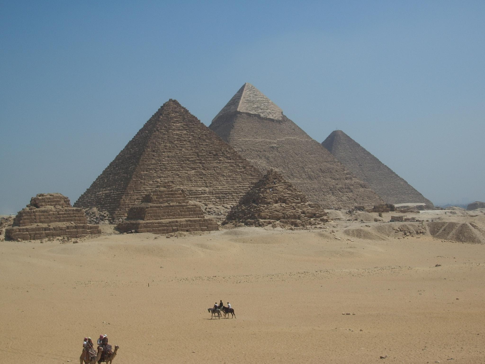 ISIS planuje zniszczyć piramidy oraz Sfinksa