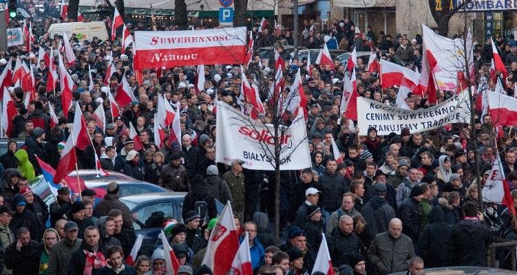 PiS: nowe prawo zabroni obrażać rządu na marszach