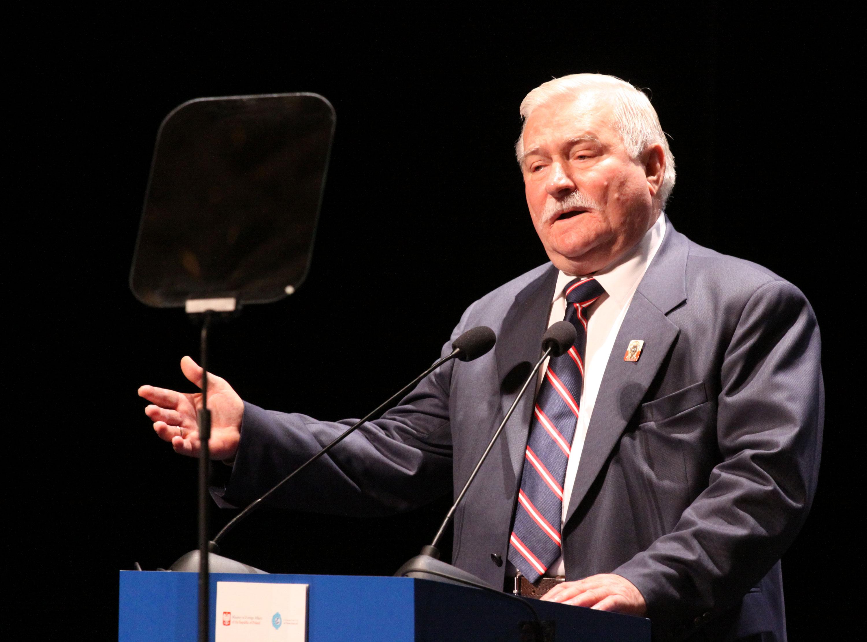 Wałęsa będzie promował polskie traktory w Afryce