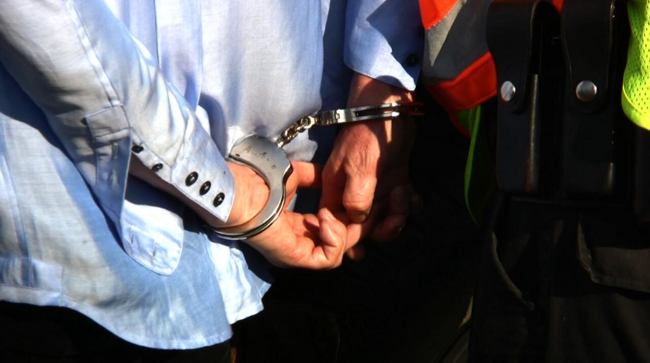 Kompromitująca pomyłka policji w związku z poszukiwaniami konwojenta-złodzieja