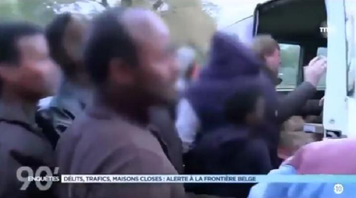 Francja: Chcieli pomóc imigrantom, musieli przed nimi uciekać