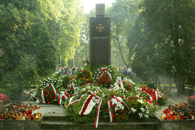 Okrzyki i gwizdy podczas obchodów rocznicy Powstania Warszawskiego