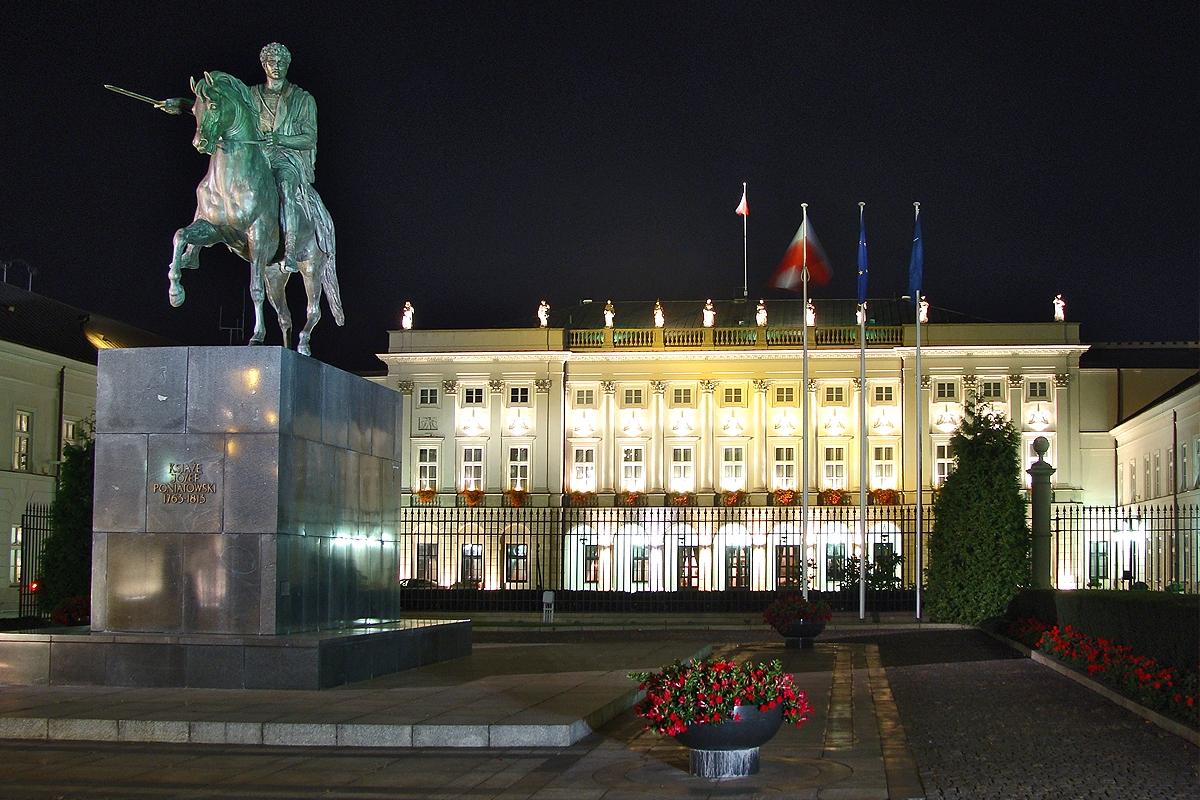 Polacy nie chcą pomnika smoleńskiego przed Pałacem Prezydenckim