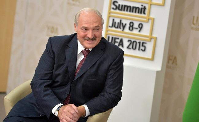 Białoruś: Łukaszenka uwalnia więźniów politycznych