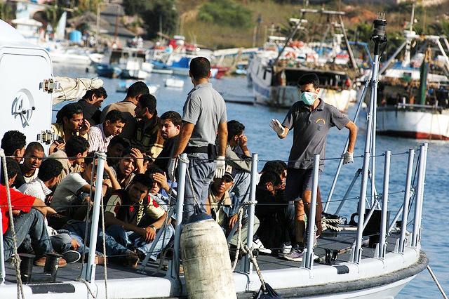 Morze Śródziemne: kilkudziesięciu imigrantów uduszonych pod pokładem łodzi przemytników
