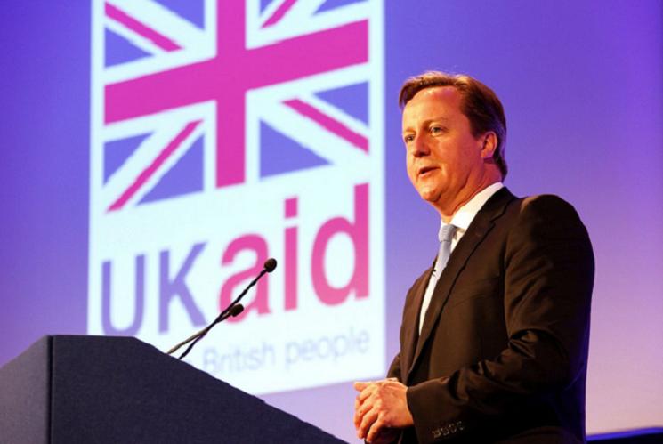 Cameron chce pozbyć się mniej wykwalifikowanych imigrantów podnosząc płacę minimalną