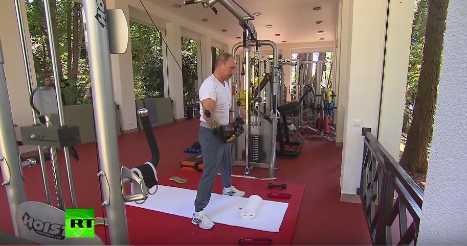 Putin promuje sport. Ćwiczy na siłowni i konsumuje wołowinę z grilla