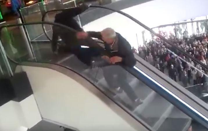Łódź: Kuriozalny wyścig po hamburgery po schodach pod prąd (video)