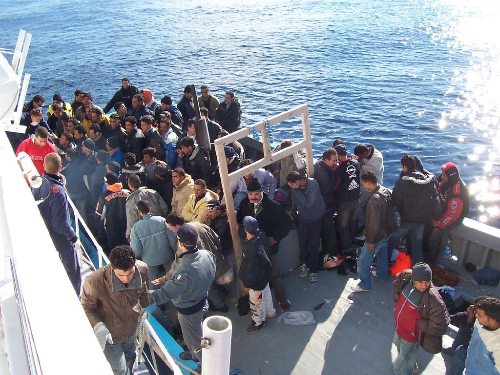 Uchodźcy wpuszczeni do Włoch. Grozili, że utopią swoje dzieci