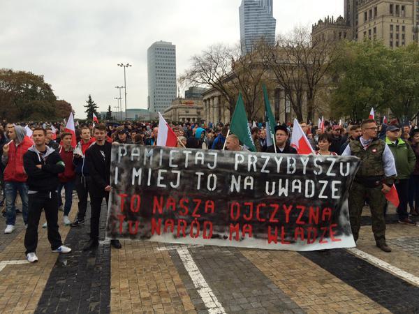 Marsze przeciwko nielegalnym imigrantom w polskich miastach (video)