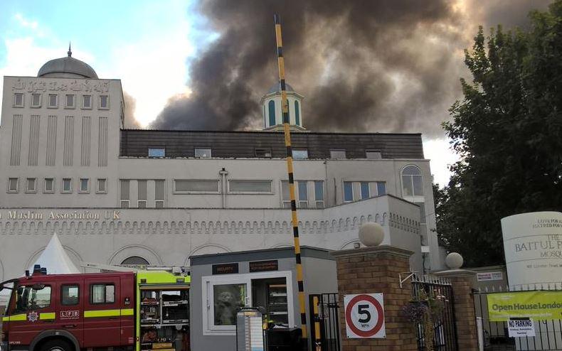 PILNE: Płonie największy meczet w Europie Zachodniej