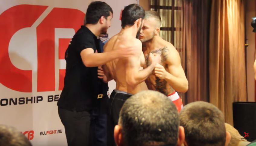 Czeczen uderza Polaka w twarz podczas ważenia (video)