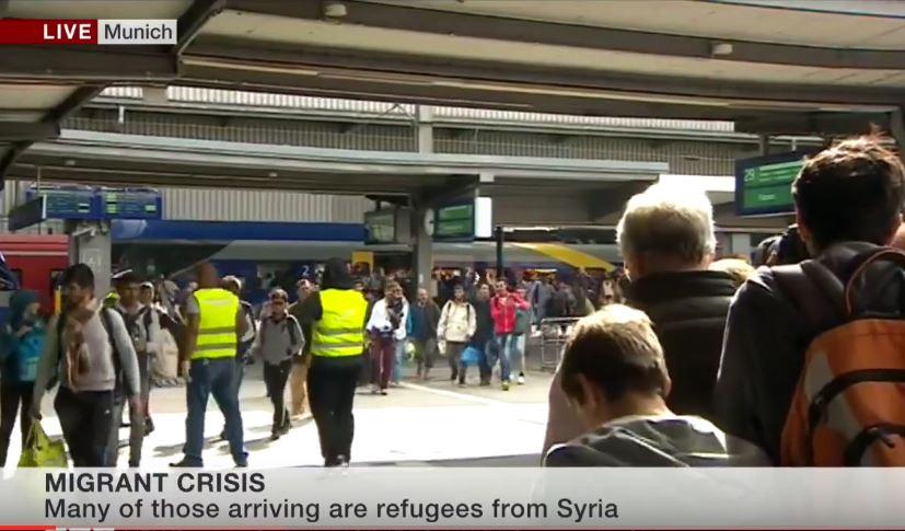 Niemcy witają i biją brawo imigrantom na dworcu (video)