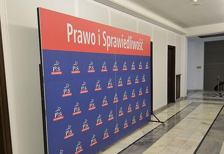 Polityk PiS zawieszony po kontrowersyjnym wpisie o PO