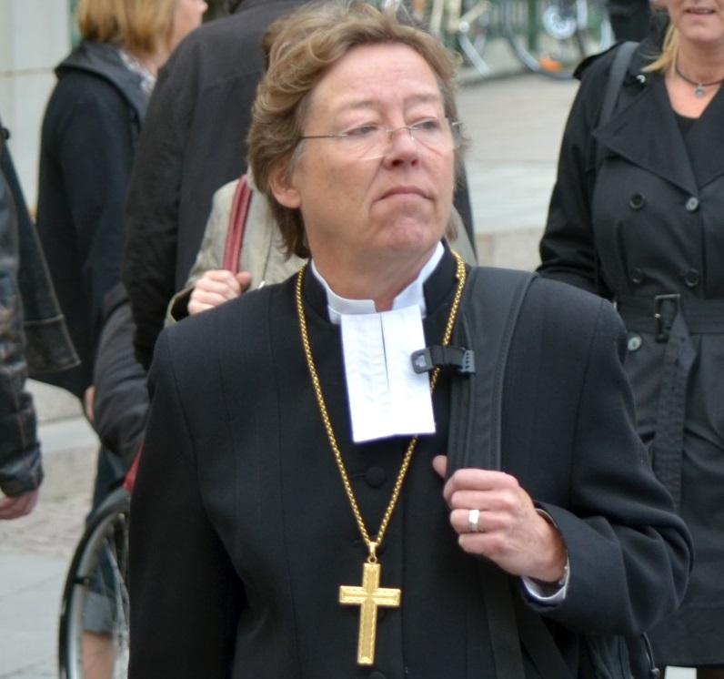 Biskup-lesbijka: Usunąć krzyże i zastąpić je kierunkowskazem do Mekki