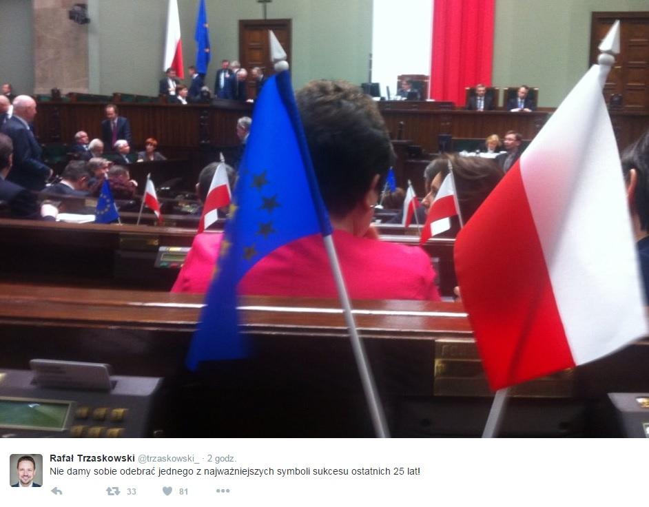 """Posłowie Platformy z flagami UE w Sejmie. """"Nie wstydzimy się"""""""